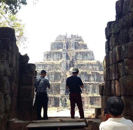 Angkor Empire Tour