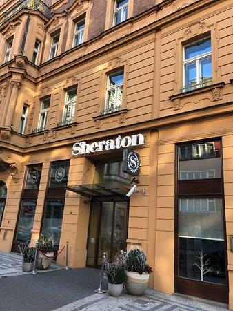 Sheraton Prague Charles Square Hotel: Goede ligging op loopafstand van oude stad.