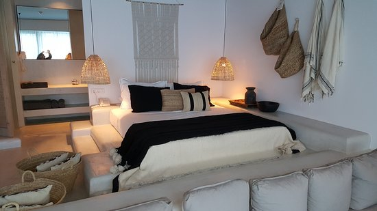 Casa Cook Rhodes: Splittlevel Suite Schlafbreich Und Zugang Zum Bad