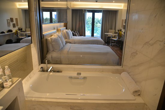 a bathtub worth soaking in - Picture of Manila Marriott Hotel, Pasay ...