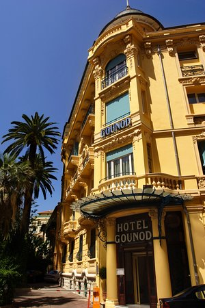 ‪جاونود هوتل: Facade of the hotel, typical of Nice architecture‬