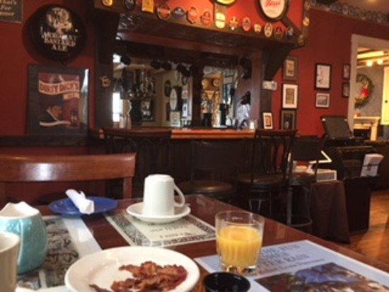 Bethel, ME: Early Breakfast