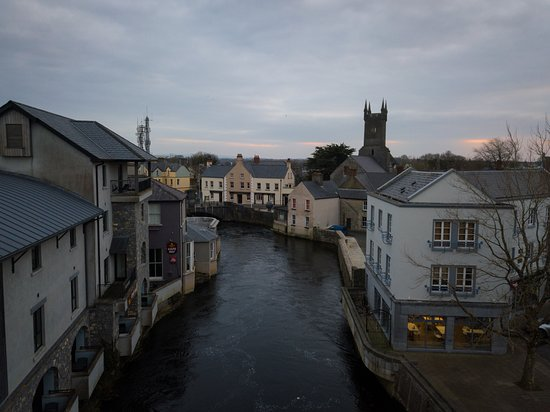 Ennis, Irland: Pictures from my salvaged drone flight -- all taken in the vicinity of the hostel
