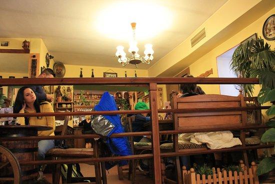 Restaurace U Hroznu: Внутри ресторана