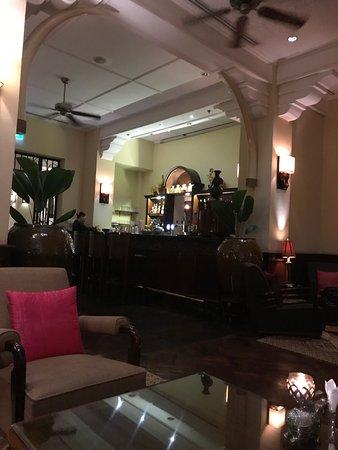 Raffles Grand Hotel d'Angkor: Elephant bar