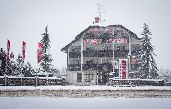 Domzale, Eslovenia: Hotel Krona in winter time.