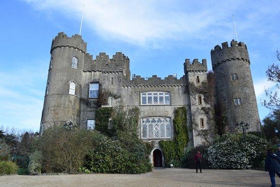 Malahide Castle: Preciosa vista del castillo