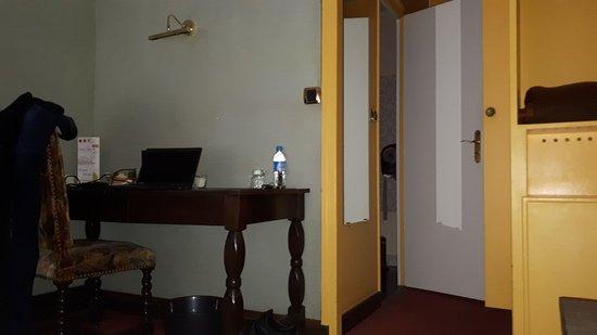 le chenal hotel beauvais france voir les tarifs 57 avis et 54 photos. Black Bedroom Furniture Sets. Home Design Ideas