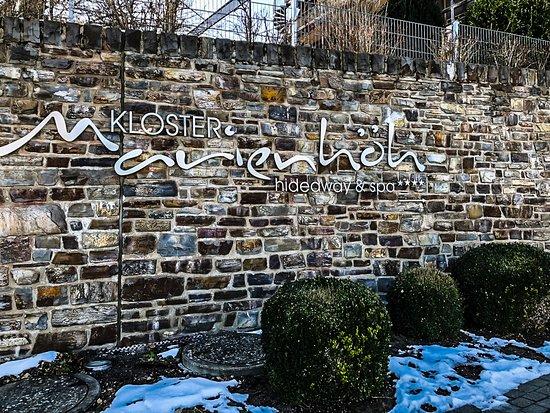 Langweiler, Germany: Auffahrt zum Kloster(Hotel)