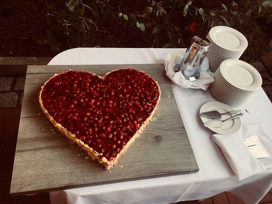 Hochzeitstorte Mit Erdbeeren Und Sahne Bild Von Landhaus Carstens