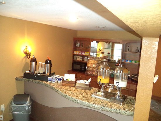 Breakfast Area Picture Of Lakeside Motor Inn Gladstone