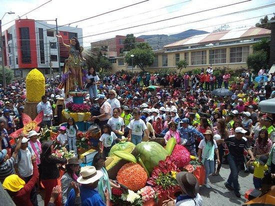 Pelileo, เอกวาดอร์: Desfile Cultural del Carnaval /cada febrero