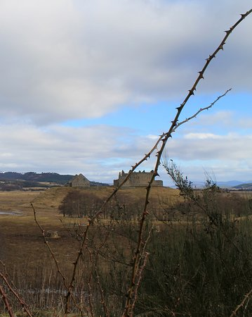 Newtonmore, UK: Long-distance view of Ruthven Barracks
