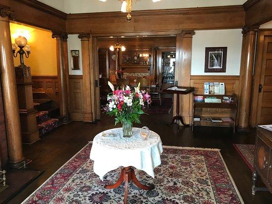Simmons Bond Inn Bed And Breakfast