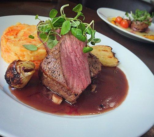 Ammanford, UK: The Mount Bar & Grill