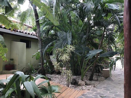 Hotel Pasatiempo: Walkway