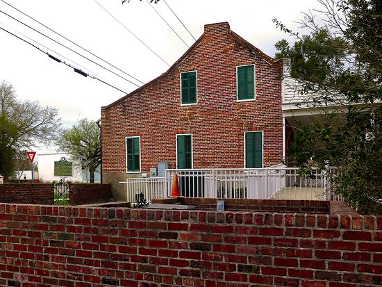 Old Brick House on Back Bay Biloxi - Exterior w/ Wheelchair Ramp