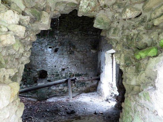 Cascate Dell'Acquarossa: ruderi del vecchio mulino