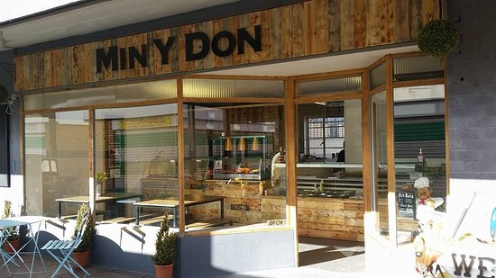 Min-y-Don Deli: Newly refurbed shop ready for 2018.