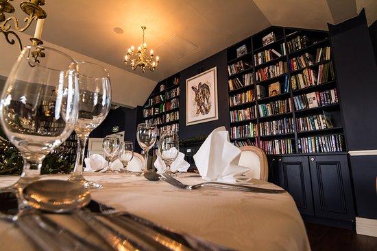 Avon Ri: Library Bar