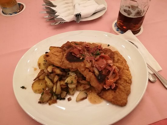 Eching, Alemania: Südtiroler Schnitzel XXL mit Bratkartoffeln