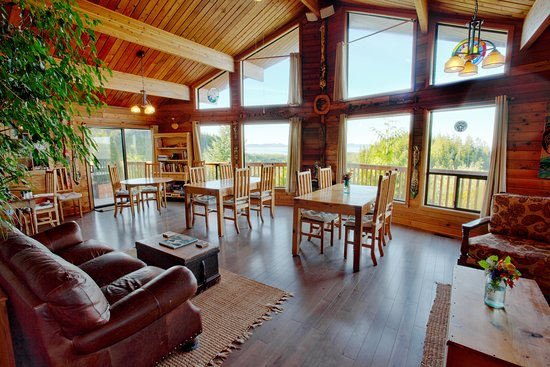 Soule Creek Lodge: Dining with view of Pacific Ocean and Straight of Juan de Fuca