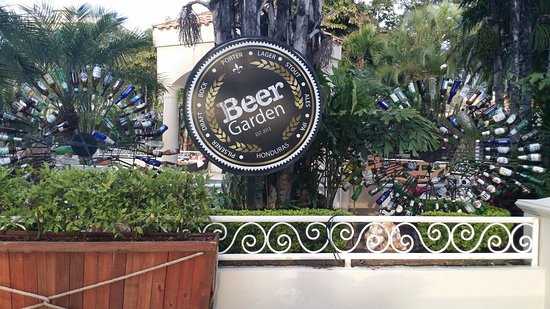 Clarion Hotel Real Tegucigalpa: Relax by the Beer Garden after a hard day at the office.