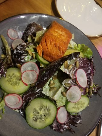 Vancouver Marriott Pinnacle Downtown Hotel: Healthy and filling salad for dinner!