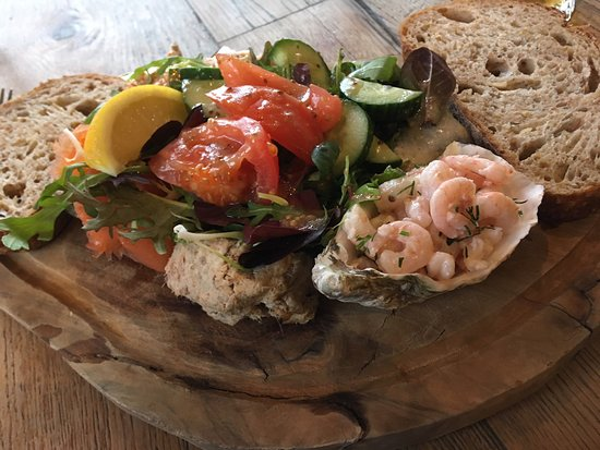 Craster, UK: Fish platter with a difference