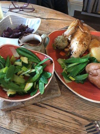 Craster, UK: Sunday roast chicken & mountains of al dente veg