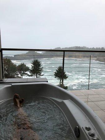 Whale Cove Inn: Hot Tubbin' in Oregon Coast winters!