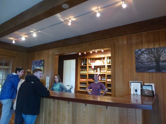 Keswick, VA: Tasting Room and the Lovely Servers