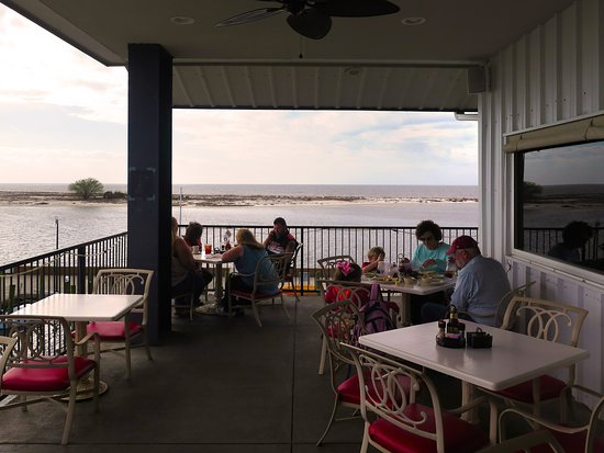Mcelroy S Harbor House Seafood Restaurant Al Fresco Dining