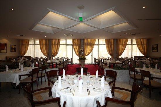 Crowne Plaza Riyadh Minhal: Restaurant