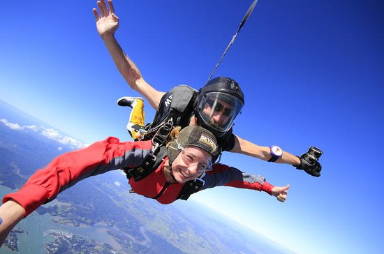 9000ft Skydive - 20 Seconds of free...