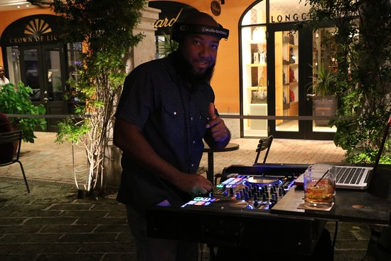 Holetown, Barbados: LIVE DJ music on select nights