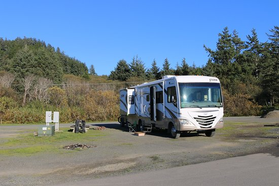 Hobuck Beach Resort : RV parking