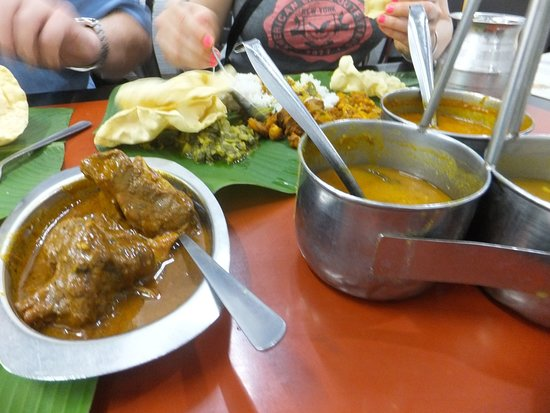 Sri Ananda Bahwan: Mutton Curry and the various Indian Curries which is offered to tables