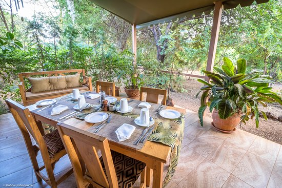 Meru National Park, Kenya: Breakfast on veranda