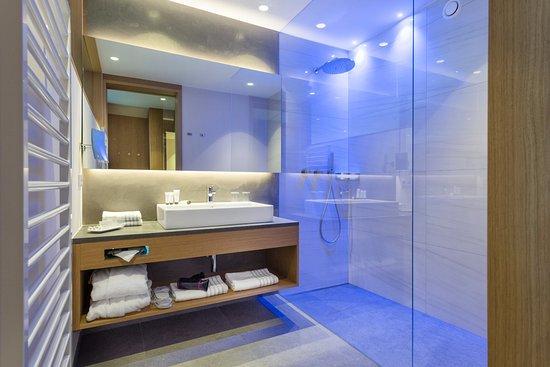 Hotel Fayn Garden Retreat: Edle Badezimmer Mit 5 Sterne Standards Und  Getrennten Tages