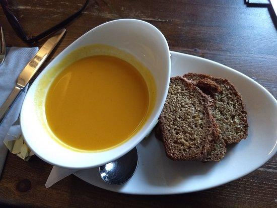 Monks Ballyvaughan: Sopa do dia acompanhada de pão típico irlandês.