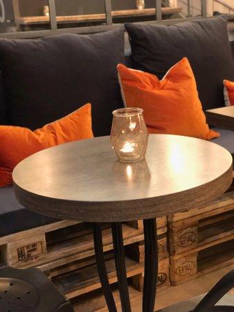 restaurant la gargote dans castres avec cuisine fran aise. Black Bedroom Furniture Sets. Home Design Ideas