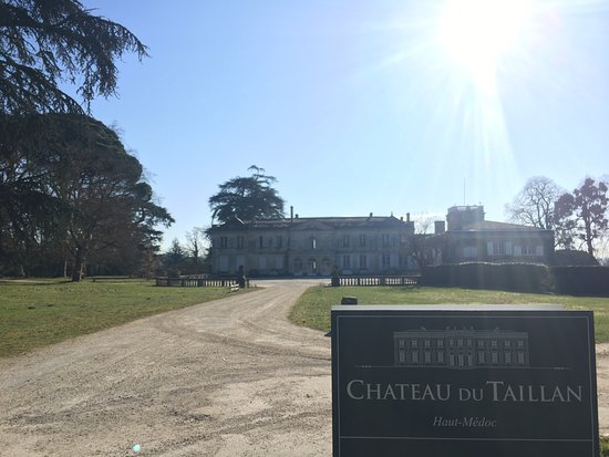 Chateau du Taillan: The Chateau upon our arrival