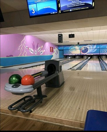 Bloomington, IN: Classic Bowling Lanes
