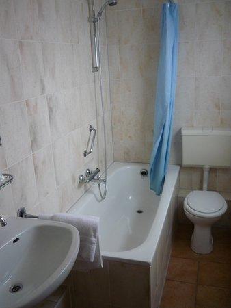 Badkamer met douche en toilet - Picture of Hostellerie De ...