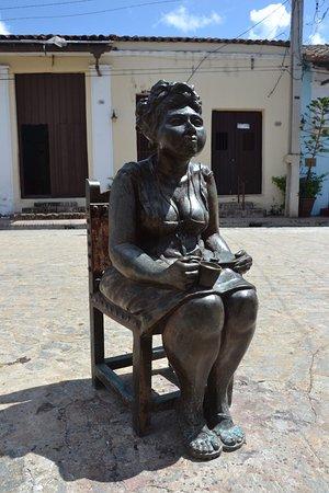 Martha Jimenez's Studio Workshop: Le statue in Plaza del Carmen