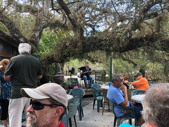 Ona, FL: Lunch under the trees