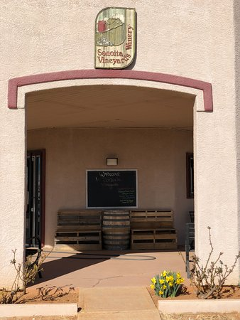 Sonoita Vineyards: The entrance to the tasting room