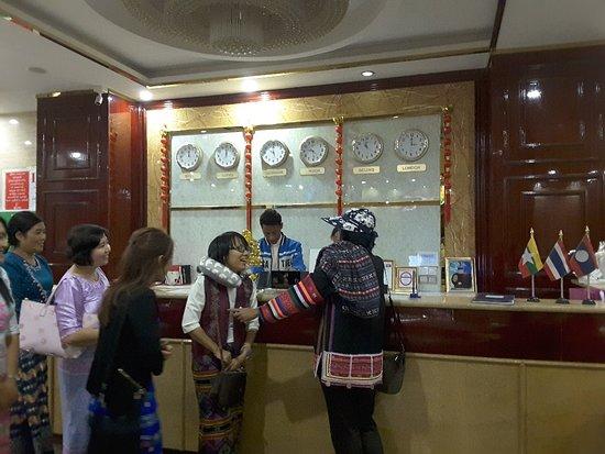 Tachilek, ميانمار: 20180301_213056_large.jpg