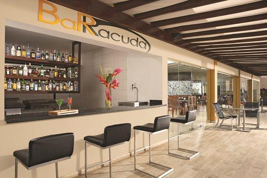 Dreams Palm Beach Punta Cana: Barracuda Bar - Preferred Club - Adults- Section